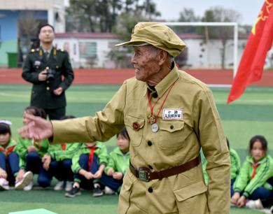 乐平:老英雄进校园 讲述抗美援朝故事