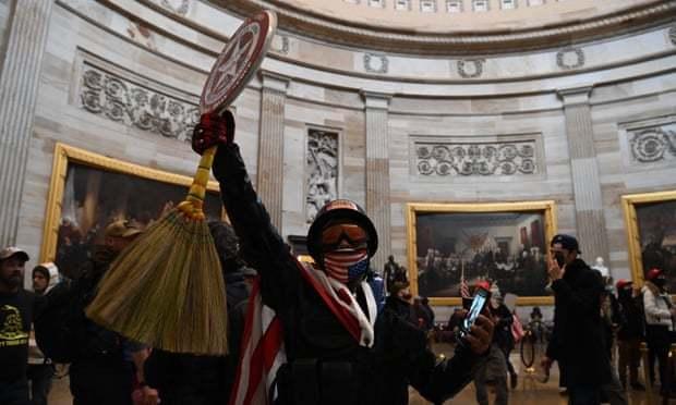 政治迫害?还是咎由自取?美国多家企业开除进入过国会大厦的员工