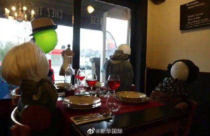 太想念顧客 比利時一家餐館給假人上紅酒