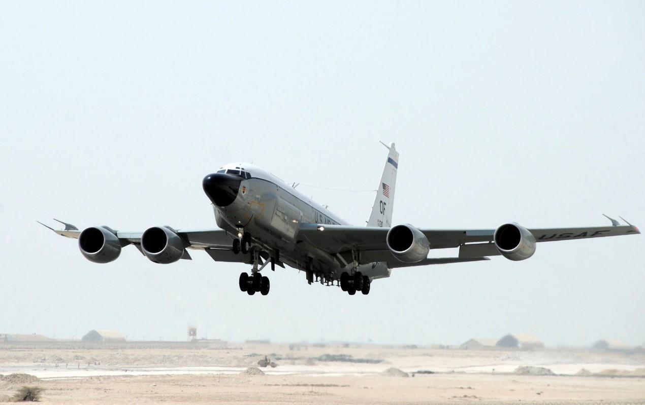 RC-135侦察机,外形很像一架客机。