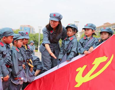 童心向党!兴国县幼儿园孩子聆听红色故事