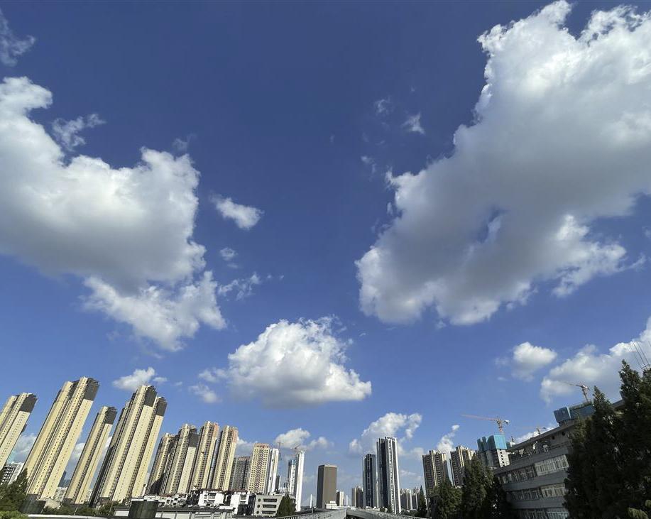 """天空中""""奔跑""""的云"""