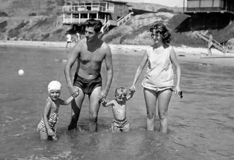 哈塞尔曼与妻子及两个孩子。他希望孩子能在德国长大,所以开始尝试一些在德国的工作