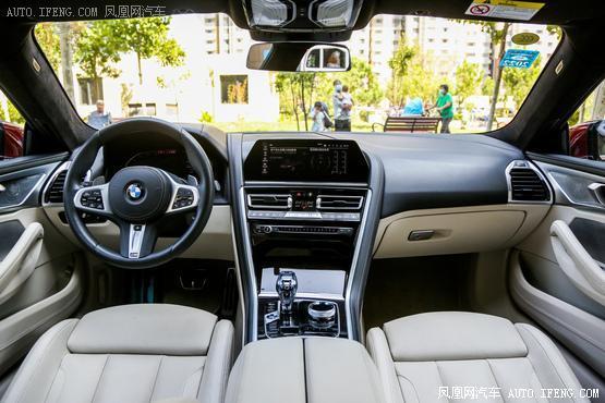 2019款 宝马8系 840i xDrive 四门轿跑车 M运动套装