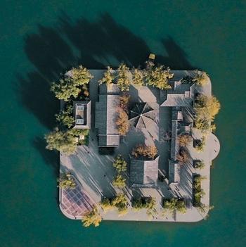 凤瞰齐鲁:初冬的大明湖五彩斑斓