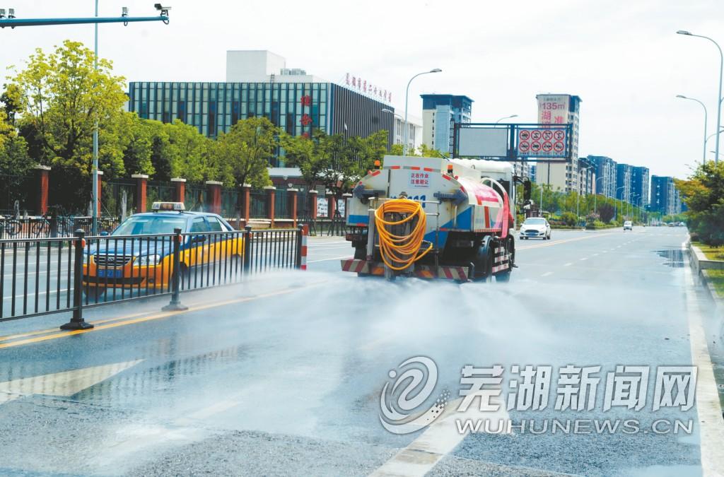 芜湖:高温天气 保障城市道路整洁