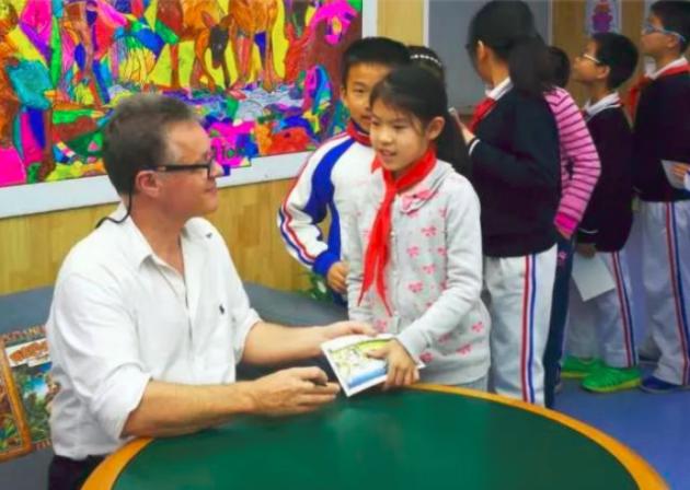 特别注重为幼儿创造一个宽松、 愉悦的英语学习