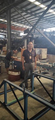 刘兴旺在工厂车间受访者供图