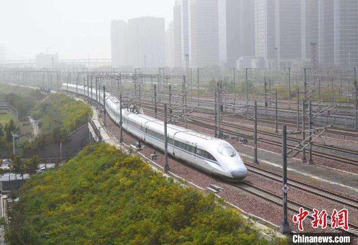 11月7日起,铁路郑州局管段三条新线进行满图试运行。 郑轩摄