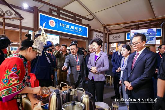 湖南省委副书记乌兰巡视了潇湘茶精品馆