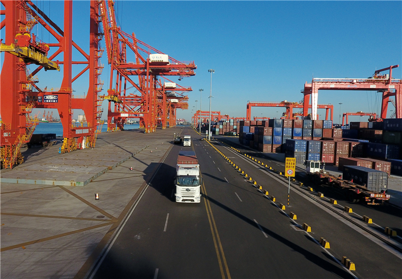 唐山港无人驾驶集装箱卡车投入试运行