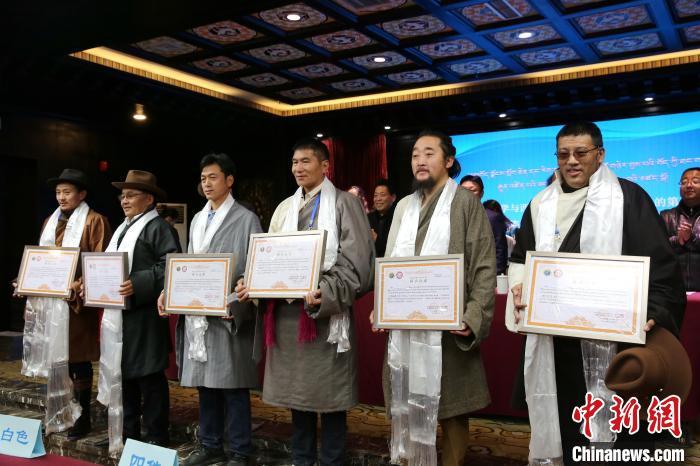 西藏60位唐卡传承人群结业助力非遗文化传承