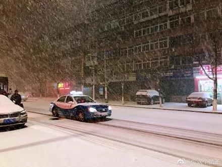 """烟台一夜大雪!这才是""""雪窝子""""应该有的模样"""