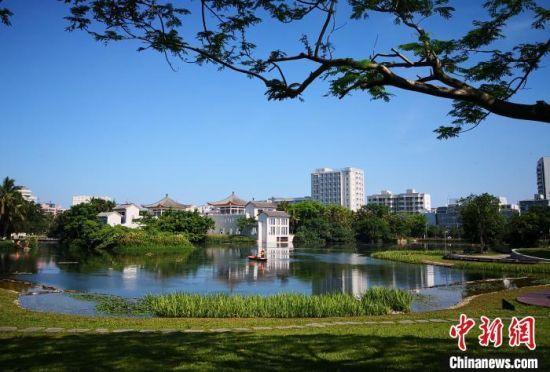 图为海口东湖风光。 尹海明摄