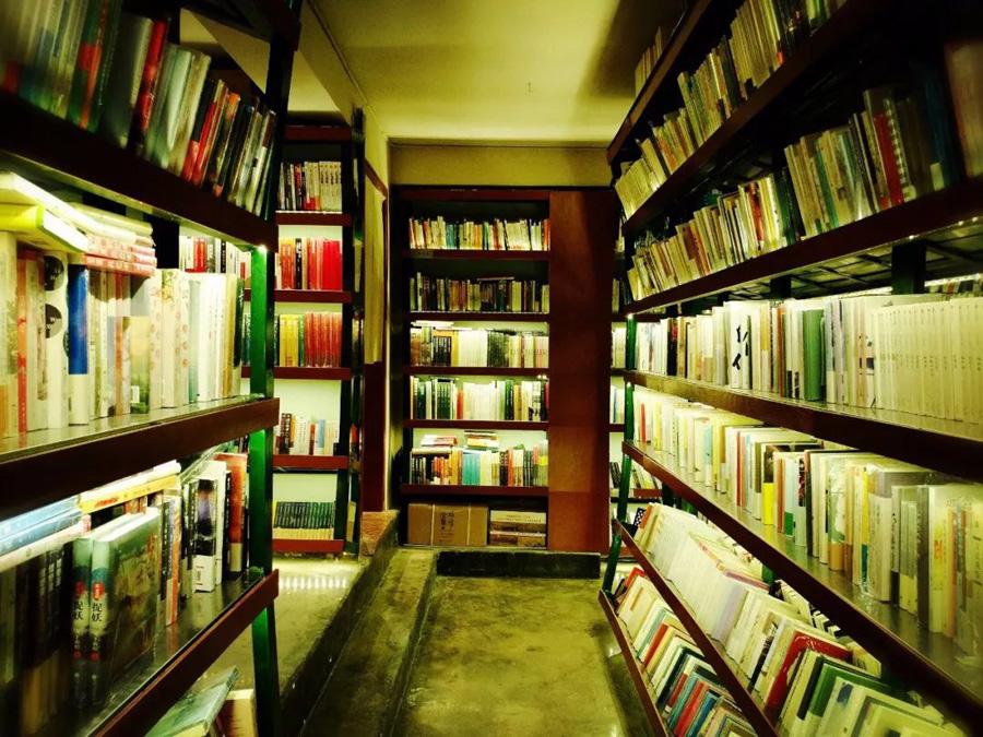 南昌青苑书店。