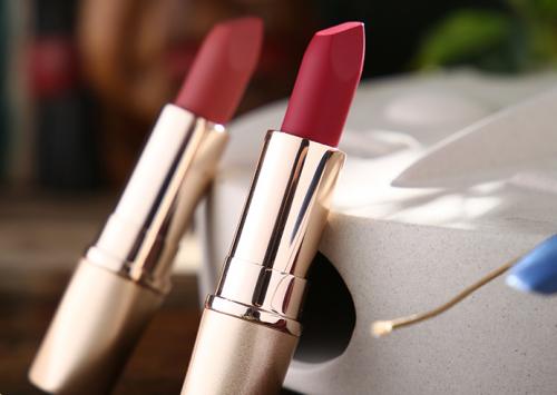 春日妆容要在线快来丛林传说彩妆升级你的口红