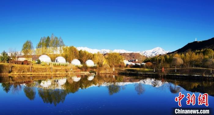 图为雪后肃南县山川湖泊。 武雪峰摄