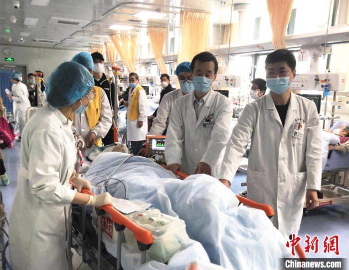 """医院""""不放弃式""""抢救创""""复活""""奇迹。 江苏省中医院供图摄"""