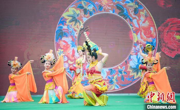 图为2020武威?凉州网络文化旅游节启幕现场。 崔琳摄