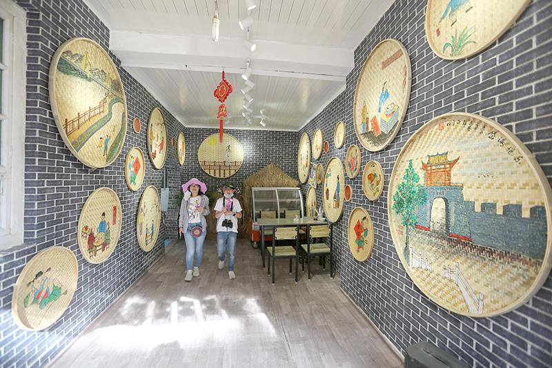 古香古色的特色农家小院,目前古镇已有农家乐37家。