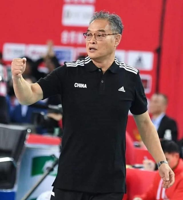 中国男排主教练沈富麟莅临宁波奉化,指导气排球运动