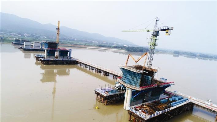 张公庙澧水特大桥首个主桥墩成功浇筑