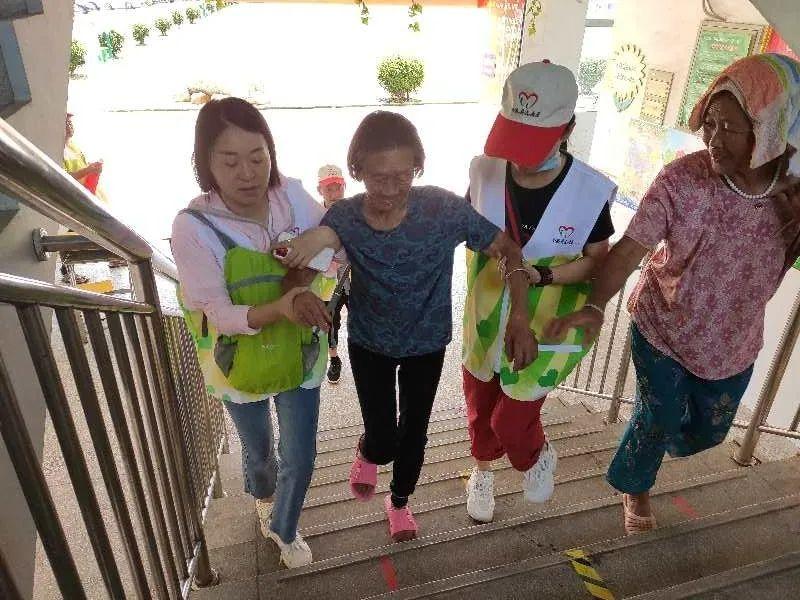 江西:南昌县志愿服务助力防汛保平安