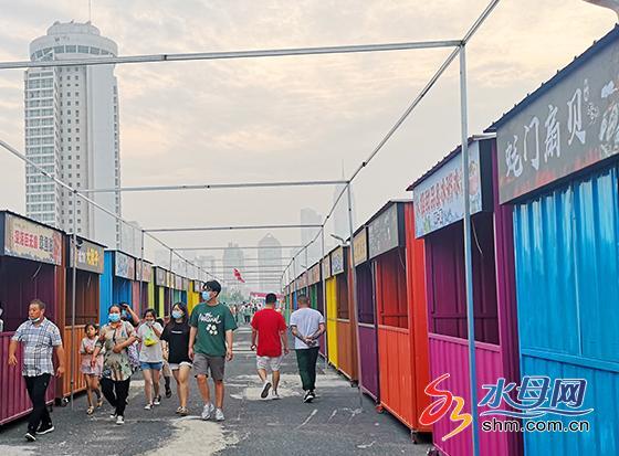 特色美食區正在緊張的籌建中15號將正式開業迎客