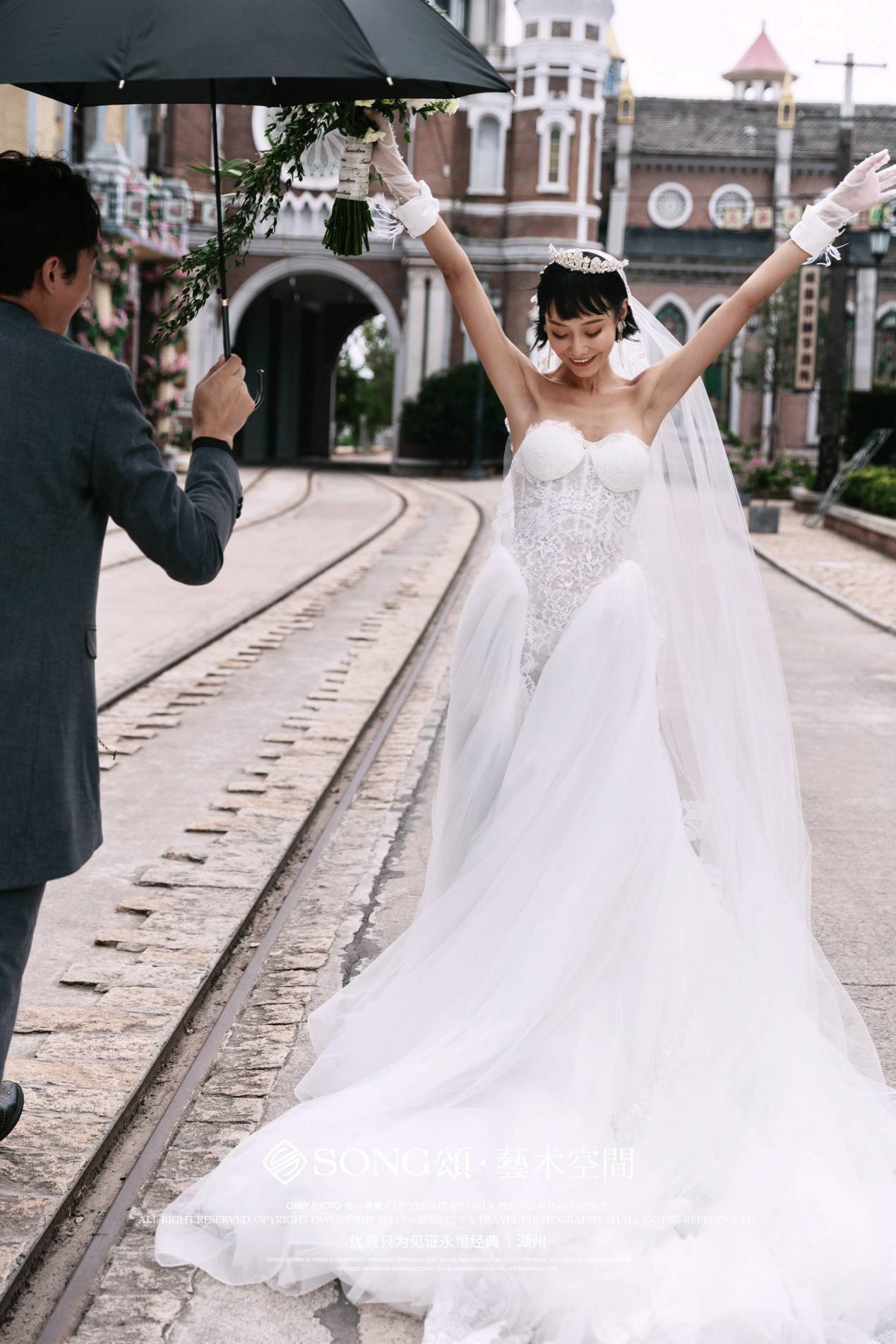 前面西装后面婚纱_前面短后面长的发型女
