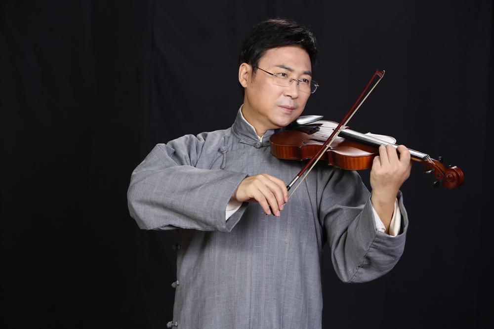 廖昌永扮演贺绿汀。本文剧照均由刘海发拍摄。