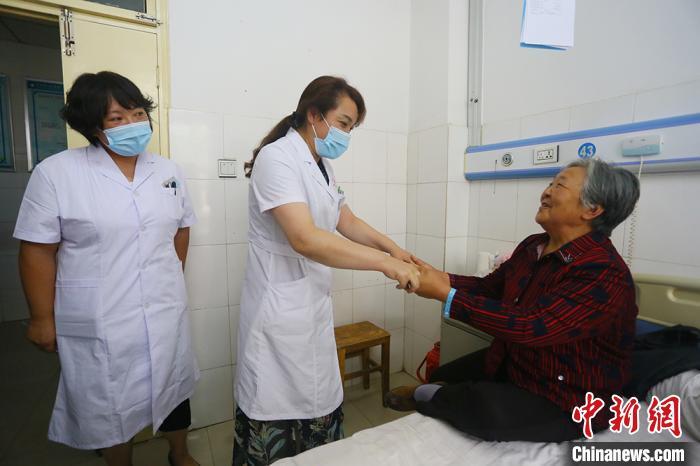 """津医助甘肃静宁""""医疗扶贫"""":增医患信赖度降跨院转诊率"""