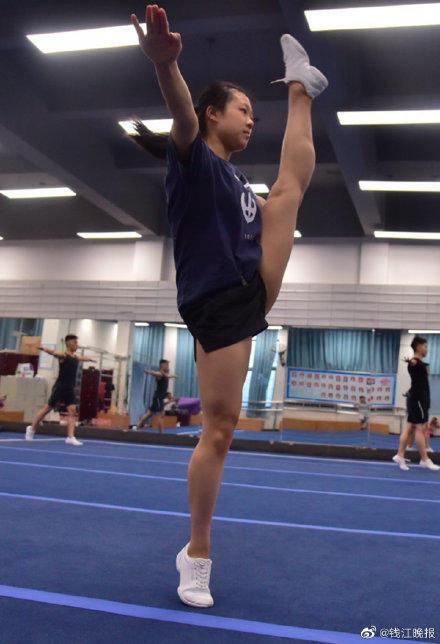 一字马女孩考上中国美院 成为该院校首届体育特长生