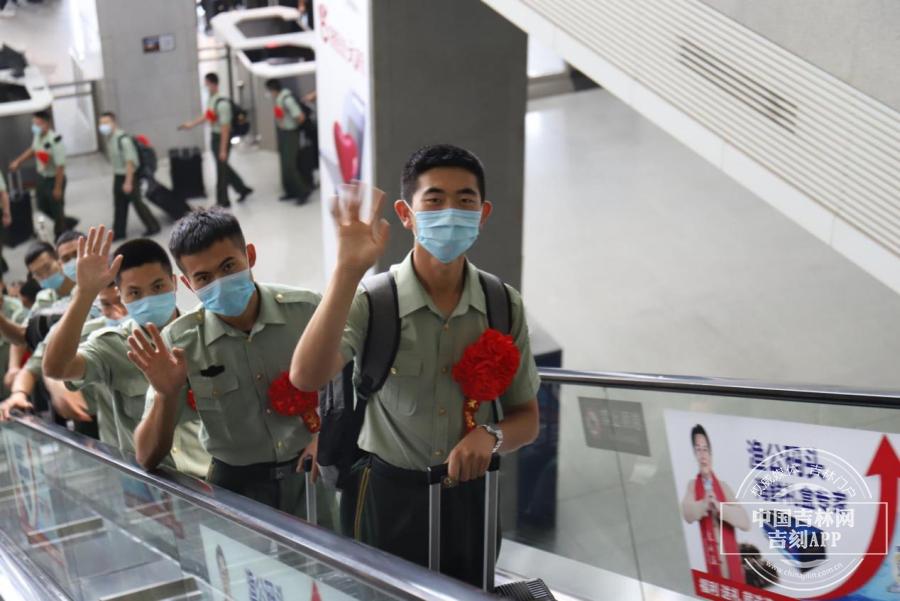 武警吉林省总队机动支队送别退伍老兵