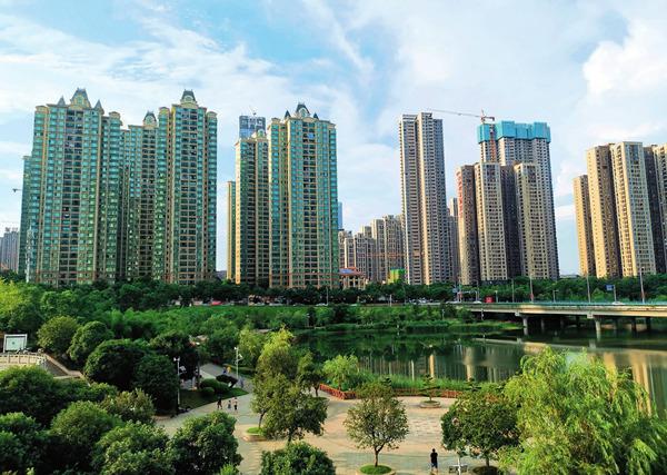 长沙市滨江新城新区核心位置,新开发的精装修楼盘每平方米房价在15000 元左右刘良恒 摄/ 本刊