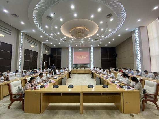 浙江金控与舟山市人民政府签署战略合作协议。  王刚摄
