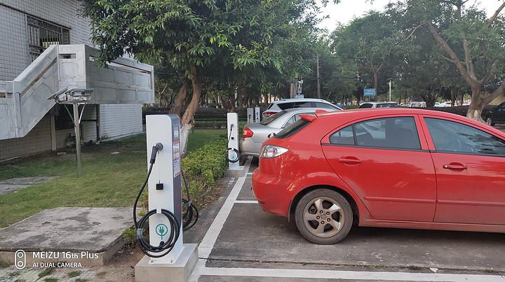 网络全、充电快、服务优是电动车充电站实现盈利的有效保障
