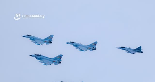 一张照片展现歼10超赞视野 体现空中格斗王者风范
