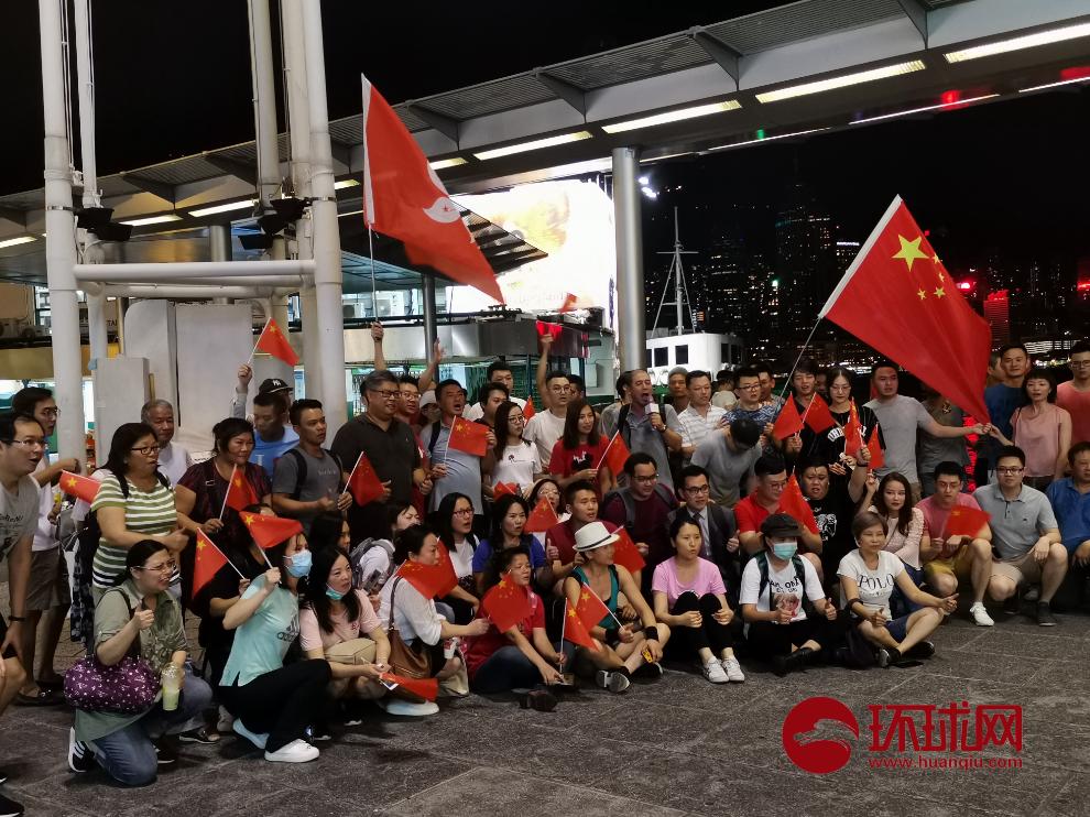 Phó chủ tịch Chính hiệp TQ đòi chôn sạch người biểu tình Hồng Kông đốt quốc kỳ, vây sở cảnh sát - Ảnh 2.