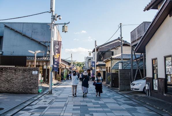 """日本街頭電線雜亂 美國還用木電桿 發達都喜歡用""""過氣""""東西?"""