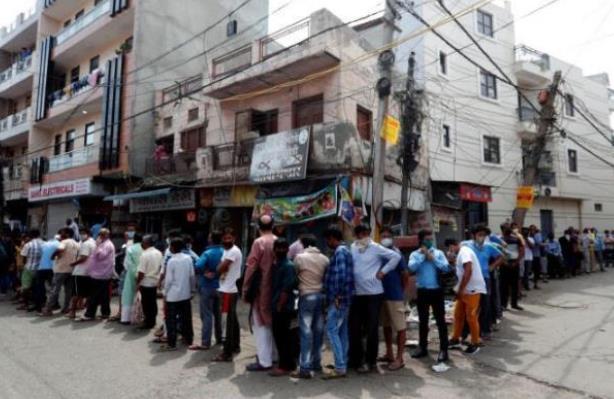 【赢咖3注】_印度20人喝下含酒精洗手液9人身亡 警方:他们想喝酒