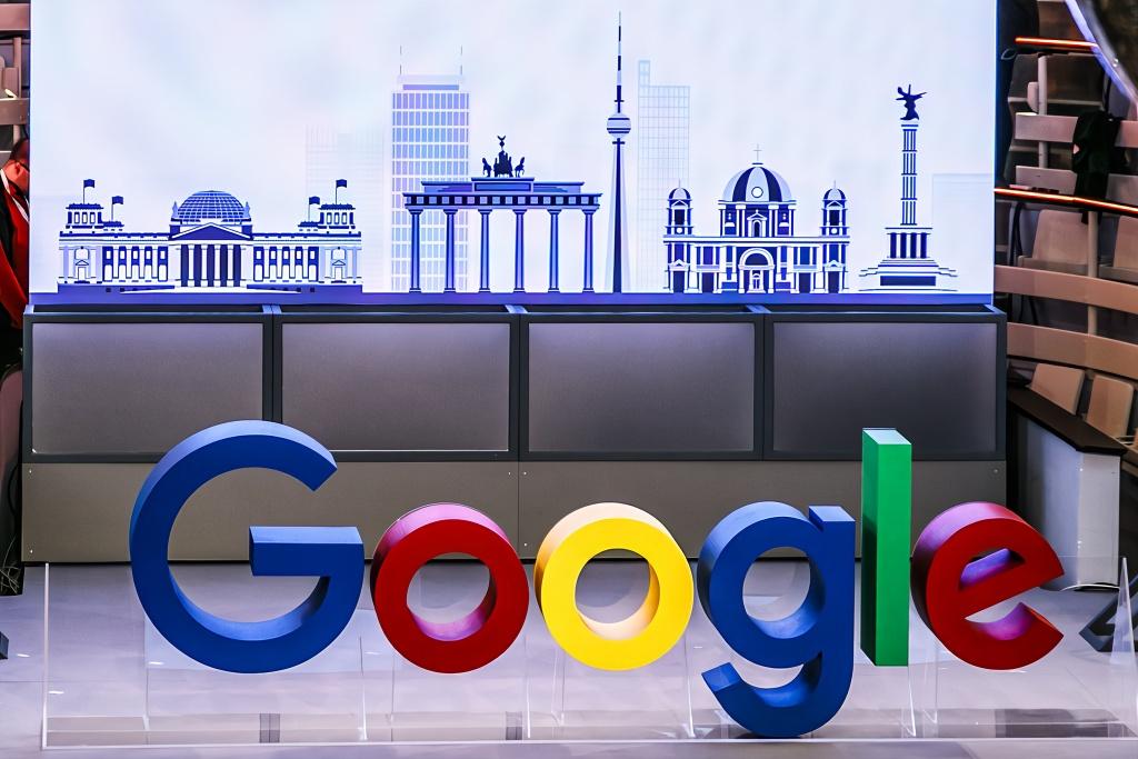 谷歌母公司Alphabet市值首次突破万亿美元(组图)