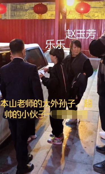 赵本山41岁大女儿近照身材臃肿,被扒嫁妆300万