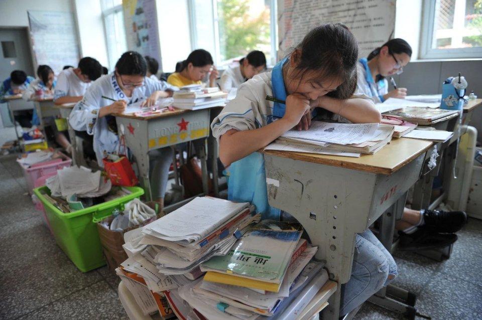 【imco】_素质教育不敌县中模式?南京一中高考失败、家长校门口喊校长下课