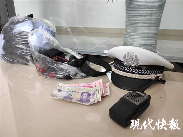 """【当代商报】_男子冒充民警上街罚款,被抓时已开了4张""""罚单"""""""