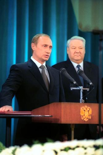 2000年,普京宣誓就职俄罗斯总统(图/维基百科)