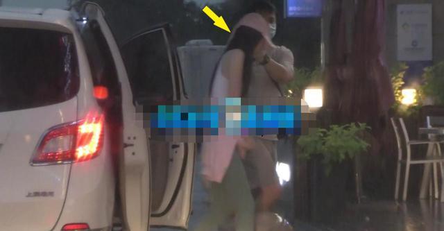 65岁王晶风流不减当年,一个月内两次被拍带美女回酒店