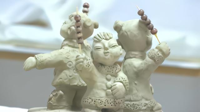 5旬老师爱玩泥巴,把泥塑玩成艺术品