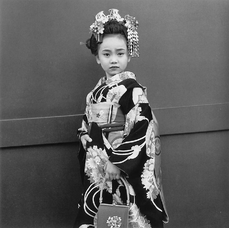 《Persona》系列作品-七五三节盛会上一位七岁的女孩,2001年