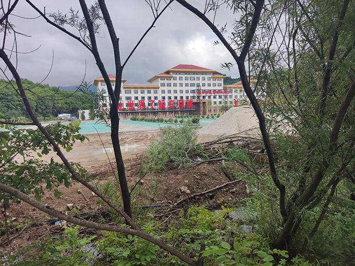 日月峡国家森林公园,距铁力市区约35公里,是刘尚林日常办公和招收学员的地方。