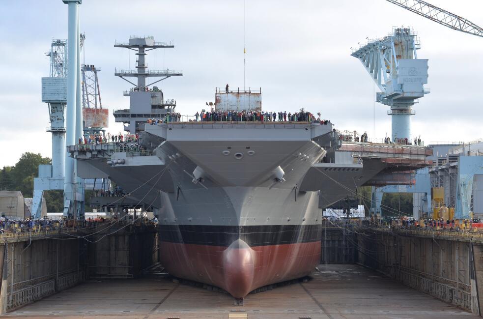 两艘准航母接连发生火灾 美军在建新航母也着火了